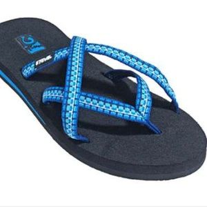 Size 7 Teva Mush blue print flip flops sandals